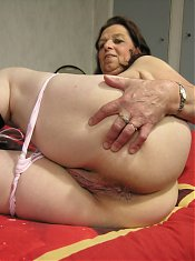 Mature housewife having dildo fun