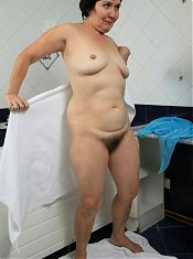 hübsche nackte weiber